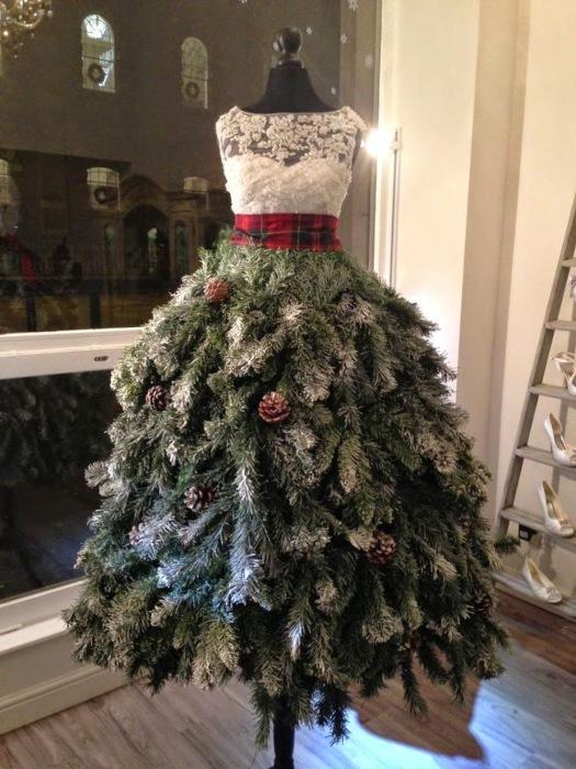 Интересная новогодняя елка для настоящих кутюрье.