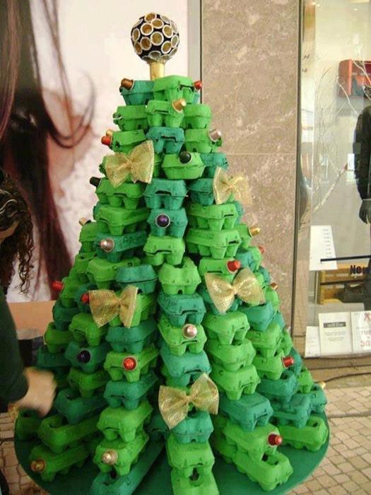 Оригинальная елка из вторматериалов.