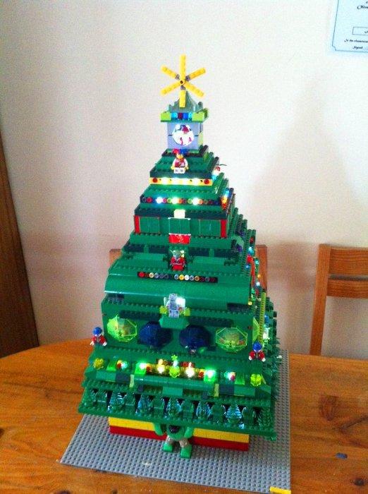 Новогодняя елка из конструктора.