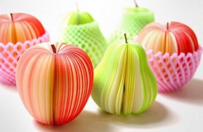 Сочные надрезанные фрукты, на которых можно писать.