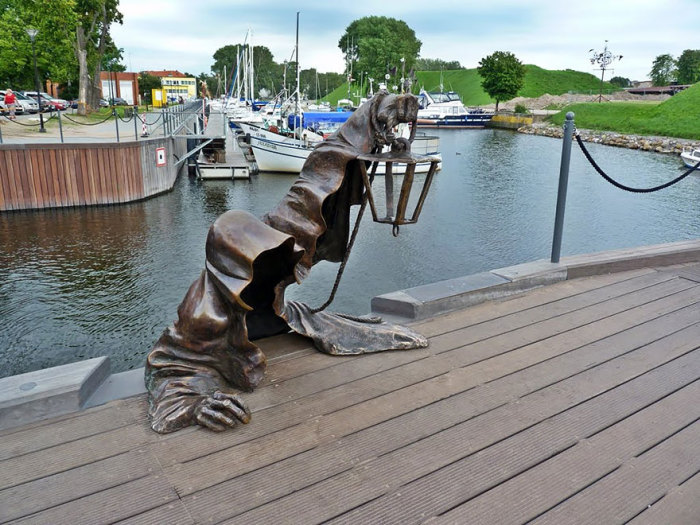 Памятник Черному призраку в Литве.