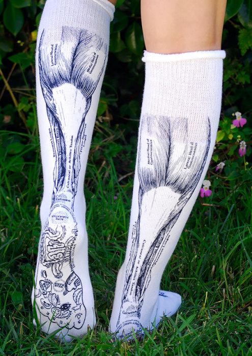 Эти носки станут шпаргалкой для любого медика.