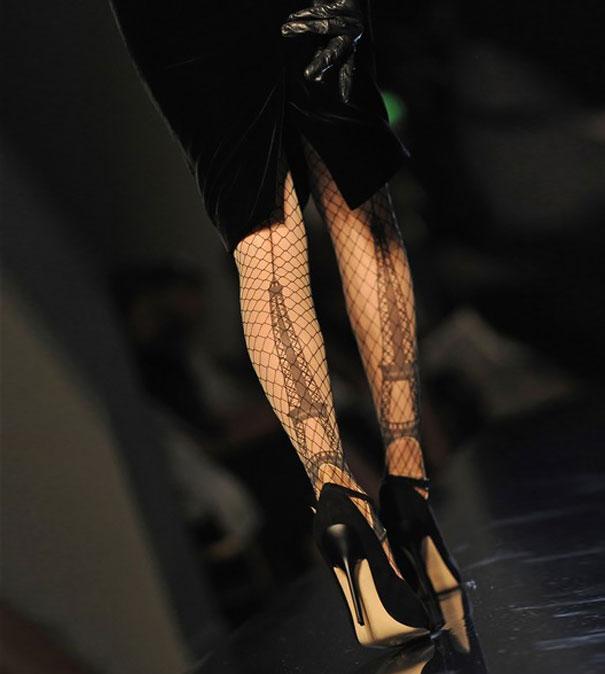 Колготки с Ейфелевой башней от модного дизайнера.
