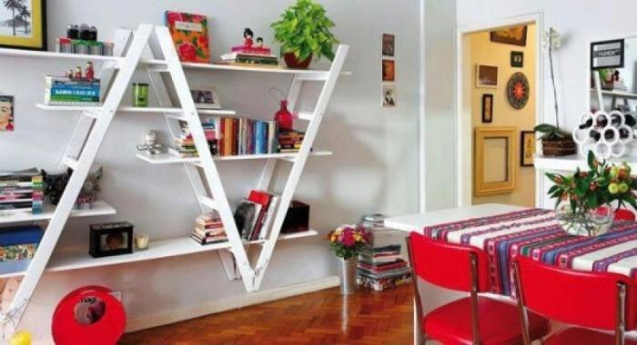 Сочетая две или более лестницы, можно получить множество полок с различным дизайном.
