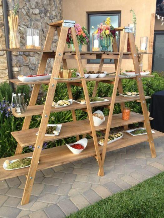 Шикарная садовая барная стойка из старой лестницы.