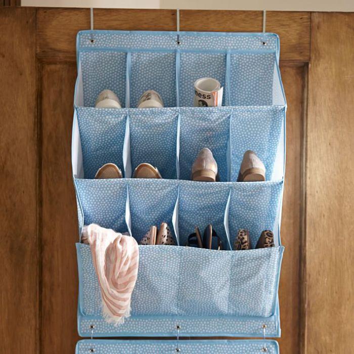 Карманы для хранения обуви являются замечательным способ освободить место в комнате.