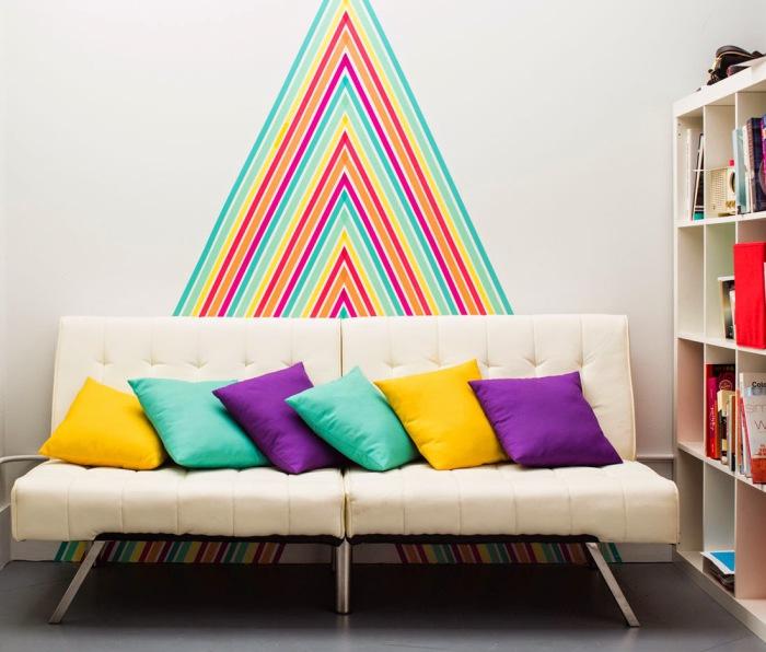 Декоративные наклейки - вариант для тех, у кого нет возможности покрасить стену.