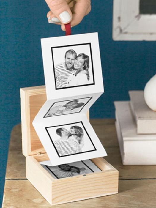 Оригинально оформленный фотоальбом в деревянной коробочке.