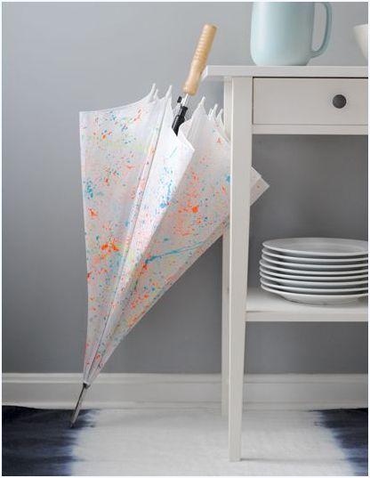 Зонт, обрызганный яркими красками.