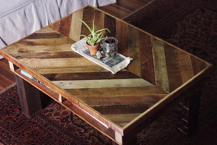 Интересный столик, сделанный своими руками.