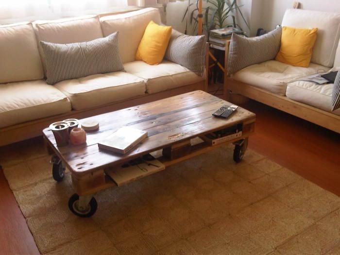 Симпатичный кофейный столик.