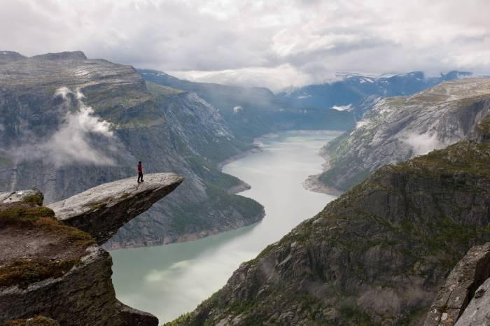 Троллунга возвышается почти на 690 метров над землей.
