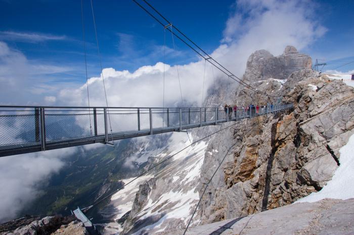 Курорт Дахштайн в Альпах является местом, где расположен один из самых высоких мостов в мире.