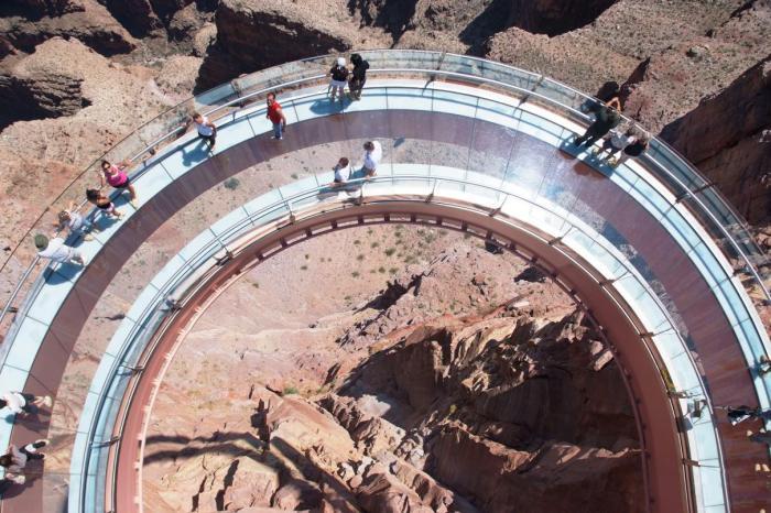 Площадка для обозрения на высоте почти 210 метро над землей.