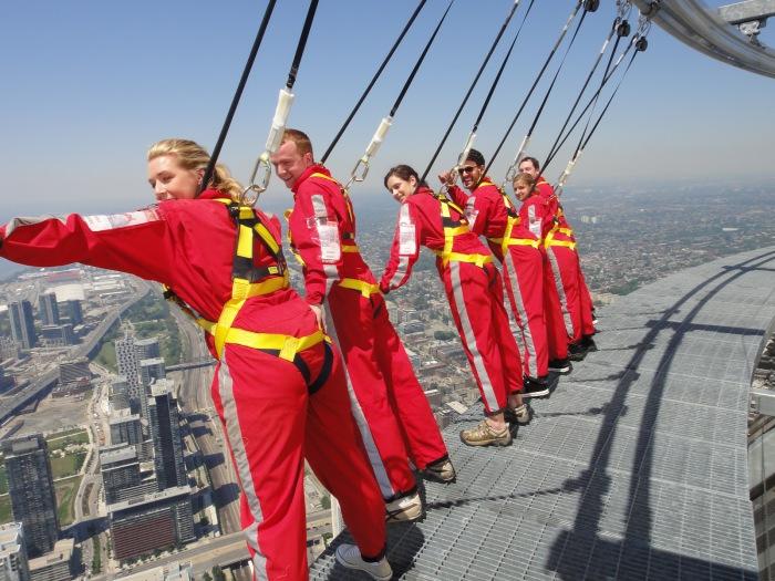 Си-Эн Тауэр, возвышающаяся в 540 метров в высоту, было самым высоким зданием до 2007 года.