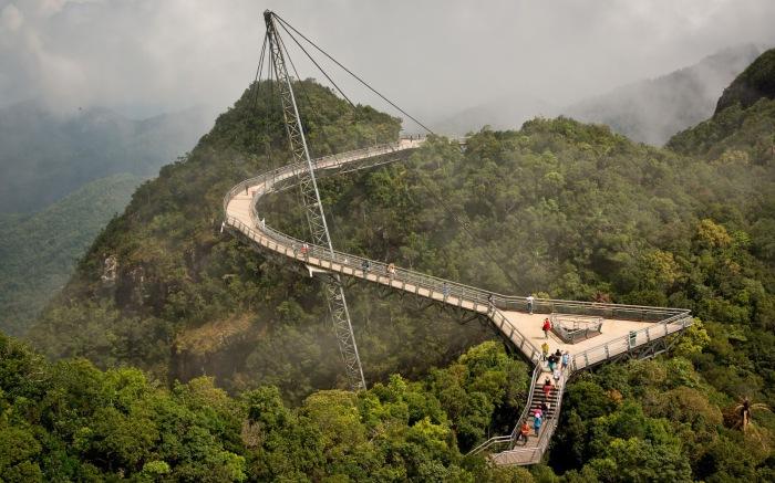 Этот Небесный мост расположен над самой живописной вершиной на острове Пулау-Лангкави.