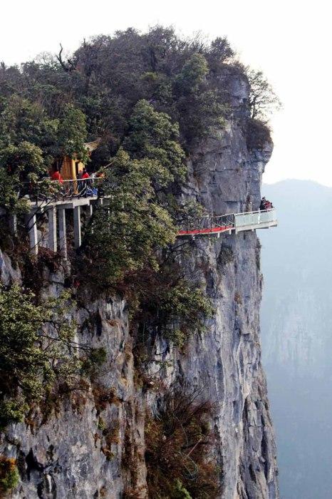 Канатная дорога в горах, расположена на высоте 1410 метров над землей.