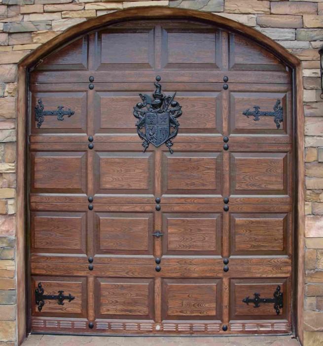 Дверь для настоящей крепости.