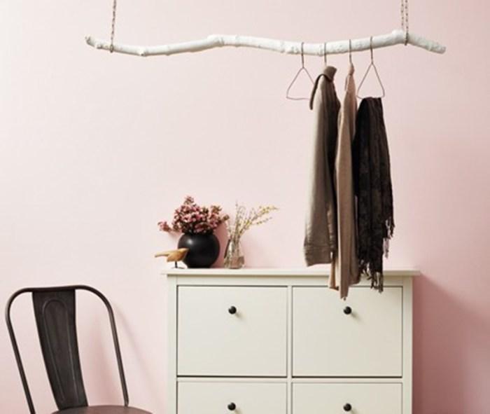 Большая и крепкая коряга для верхней одежды и аксессуаров.