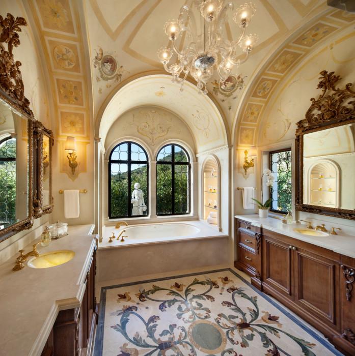 Восхитительная ванная комната для тех, кто любит роскошь.