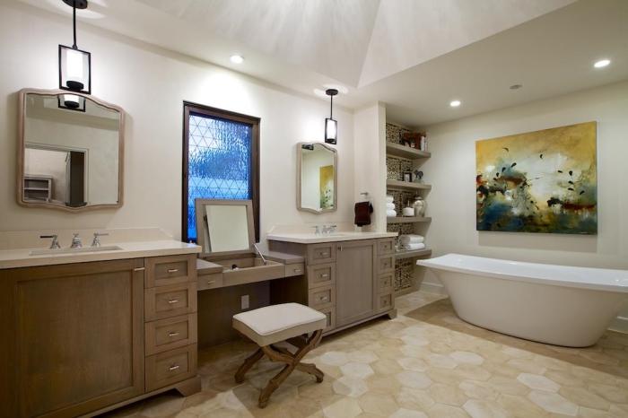 Простой, но тем не менее элегантный интерьер ванной.