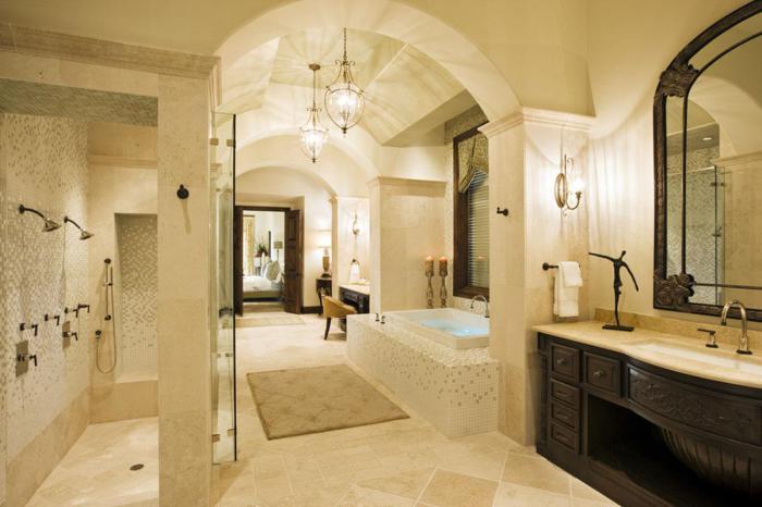 Изысканная ванная в светлых тонах.