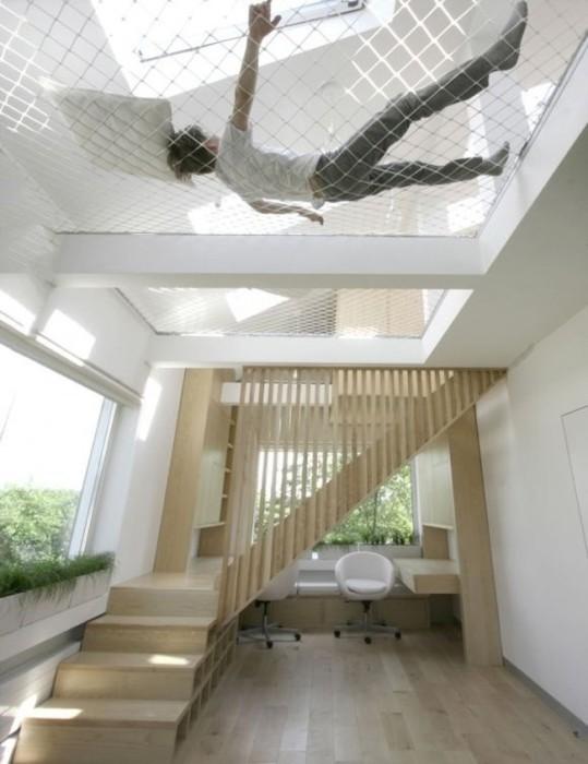 Комната, в которой вместо потолка - гамак.