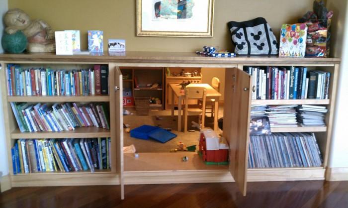 Детская комната, в которую можно попасть через дверь в шкафу.