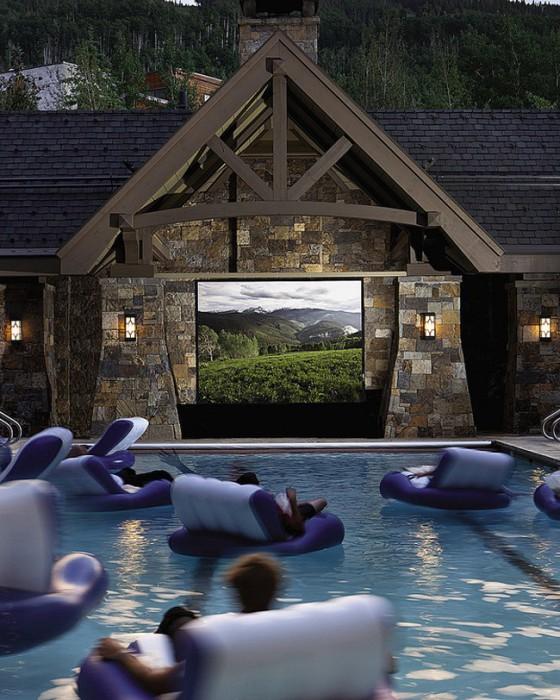 Кинотеатр на воде.