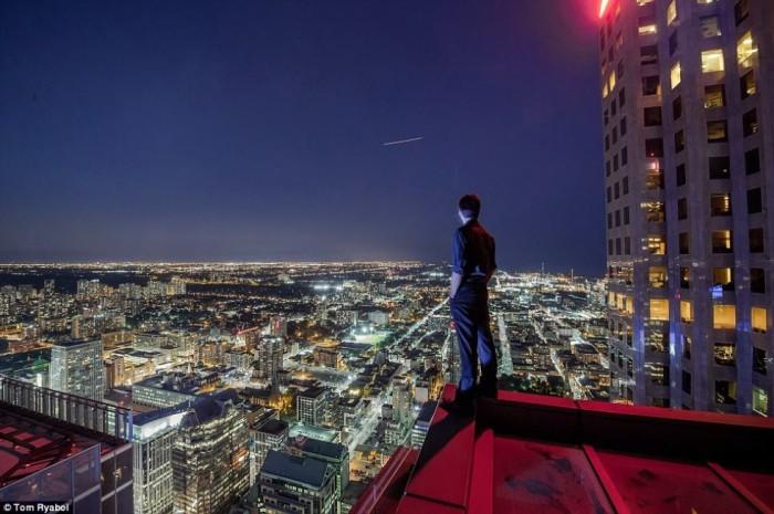 Снимок на крыше одного из небоскребов Торонто.