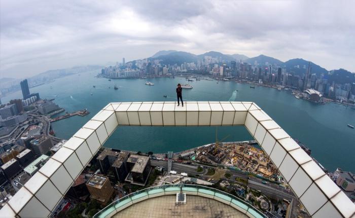 Захватывающий дух снимок на крыше в Гонконге.