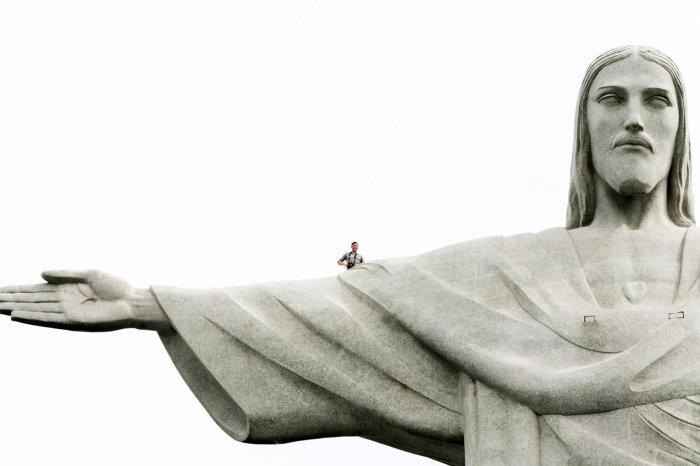 Снимок на одном из самых популярных в мере монументов.