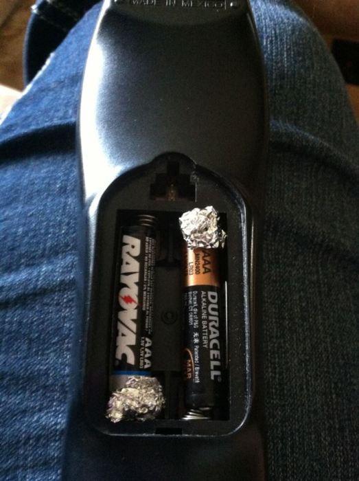 Фольга улучшит проводимость электричества батареек.