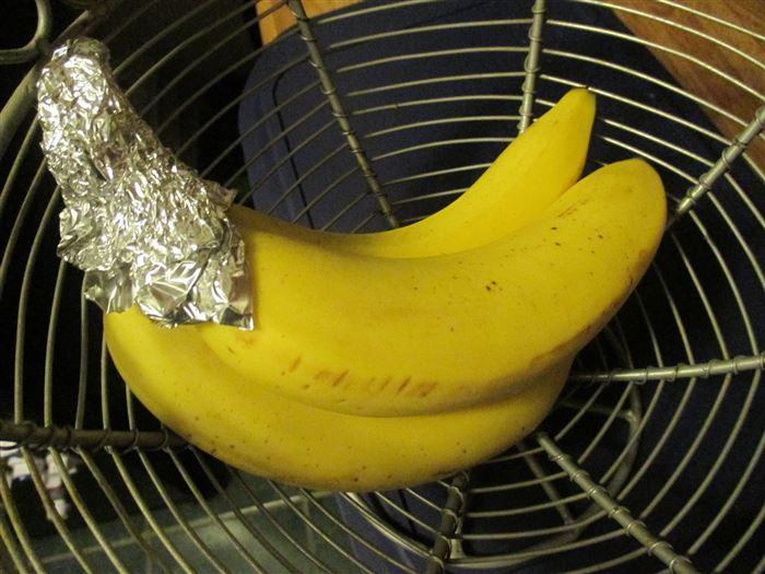 Длительное хранение бананов с помощью фольги.