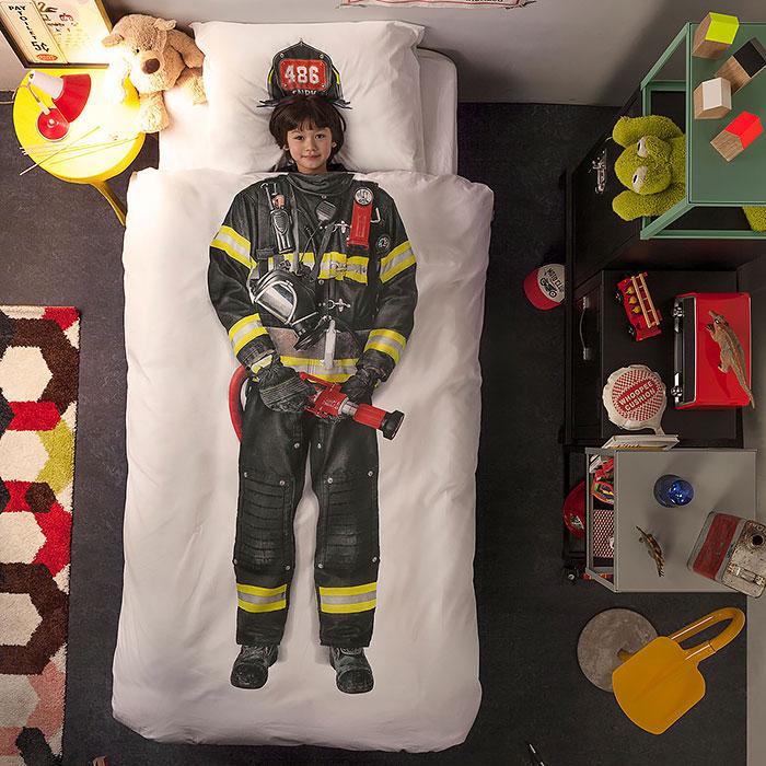 Любой мальчик хотел бы стать пожарным.