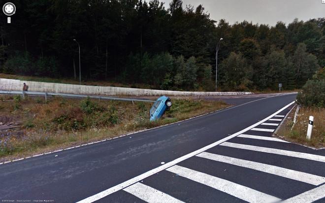 Неудачный поворот автомобиля.