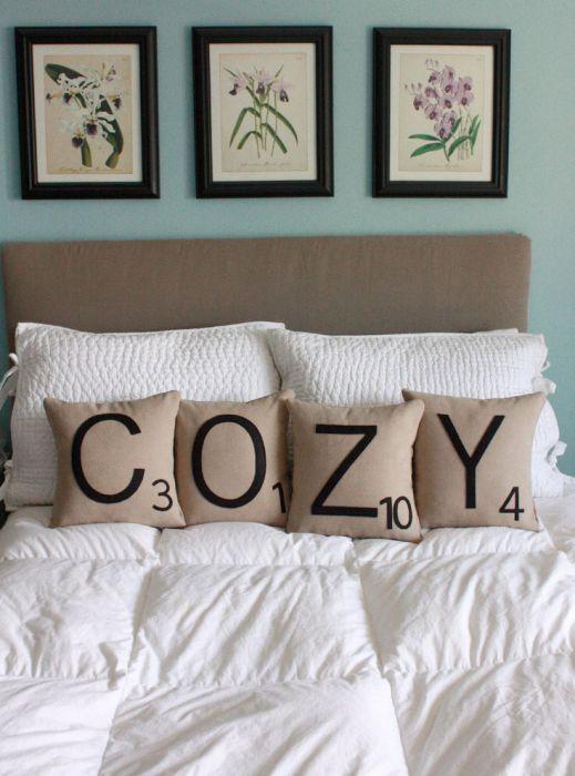 Подушки с буквами.