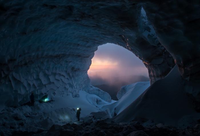 Роскошная ледяная пещера.
