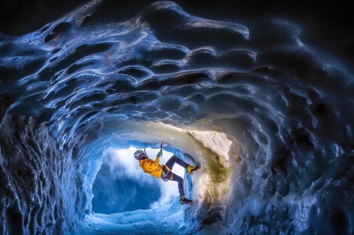 Ледяная пещера во Франции.
