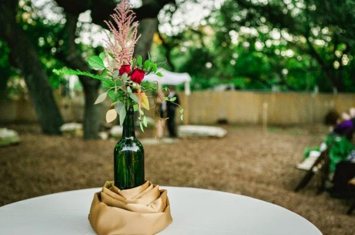 Элегантное украшение свадебного стола.