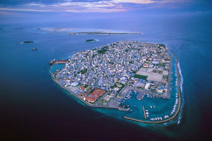 Примерно через 50 лет Мальдивские острова полностью погрузятся под воду.