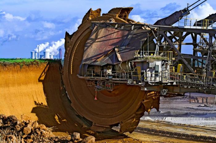 Самый большой в мире экскаватор для добычи угля.