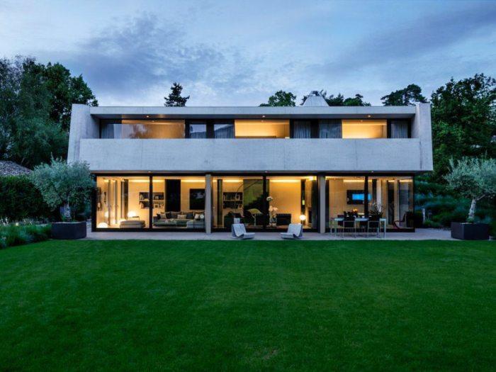 Великолепный дом в стиле хай-тек.