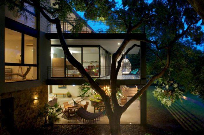 Замечательный дом с гамаком для отдыха.