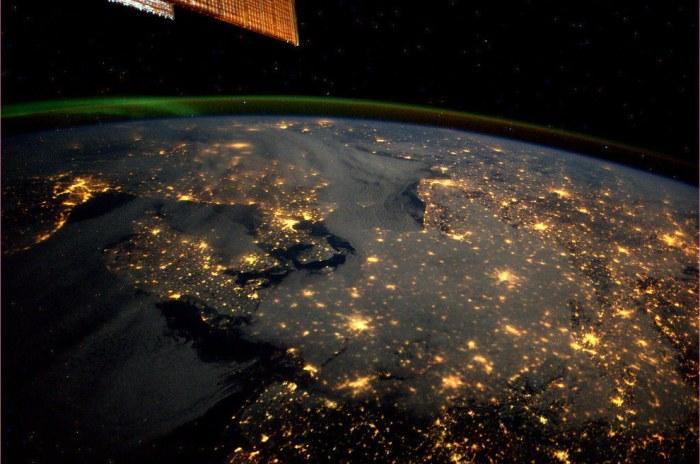 Северное сияние. Вид из космоса.