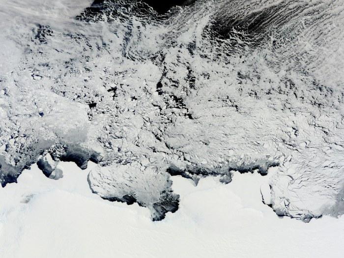 Антарктида, материк в центре Антарктики.