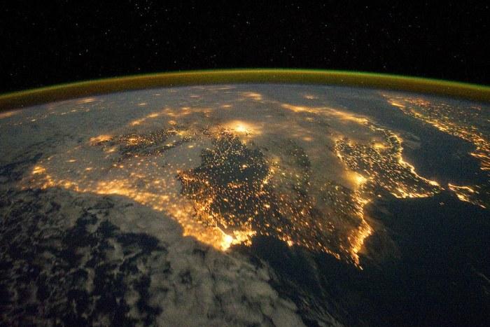 Снимок Испании и Португалии ночью.