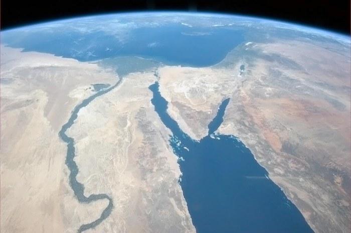 Самая длинная река в мире - Нил.