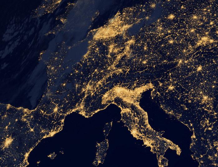 Свет Югозападной Европы ночью.