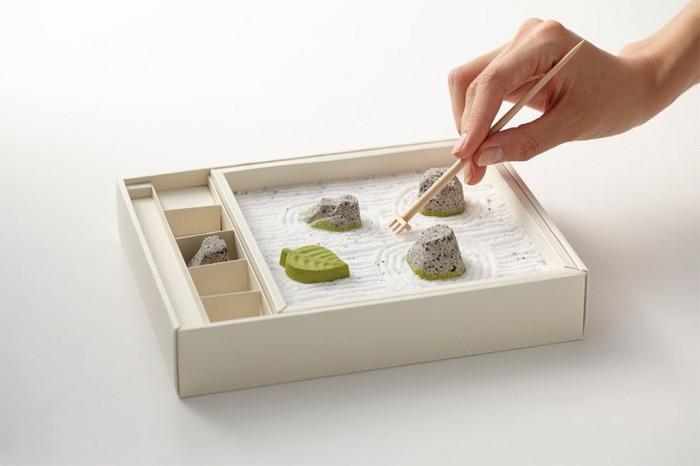 Маленький песочный сад на упаковке для шоколадных конфет.